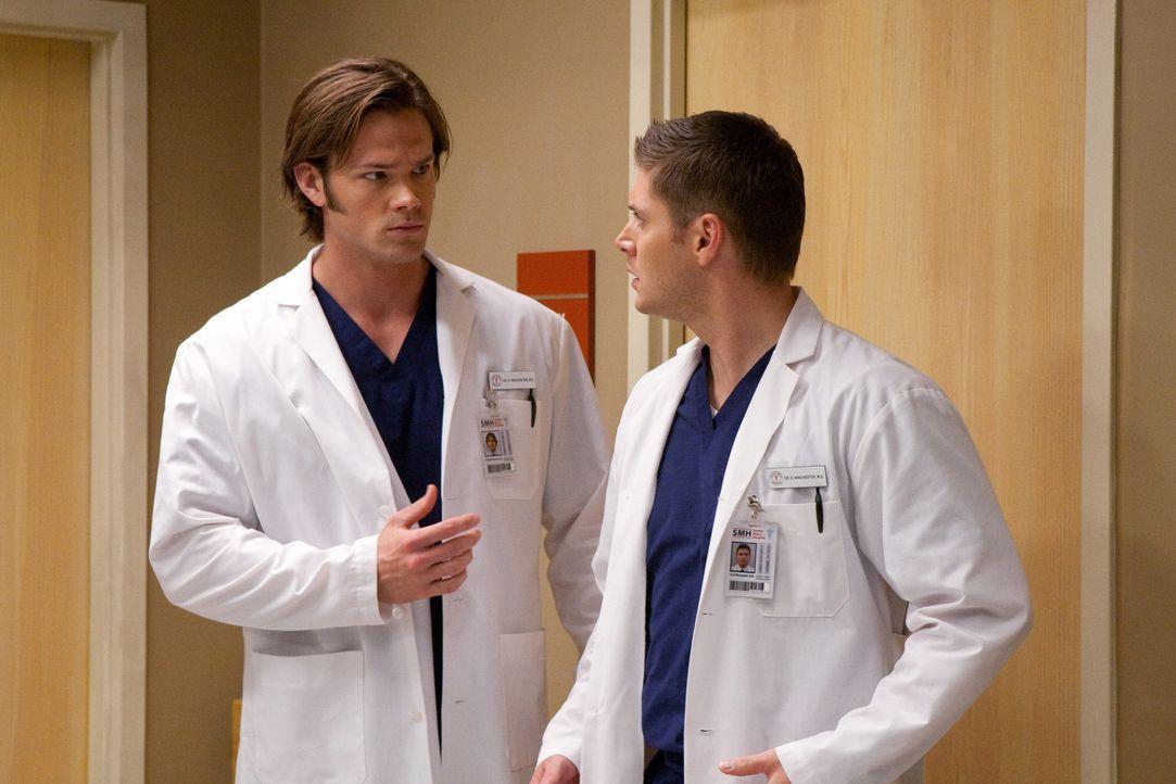 Müssen feststellen, dass ihre Leben scheinbar plötzlich in Reality-TV-Shows gefangen sind: Dean (Jensen Ackles, r.) und Sam (Jared Padalecki, l.)... - Bildquelle: Warner Bros.