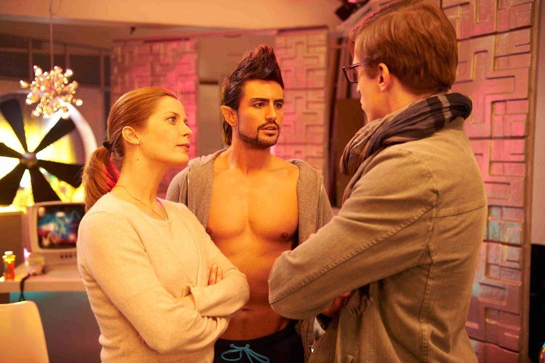 Zunächst hat Marie (Valerie Niehaus, l.) noch Träume, dank des jungen Dramaturgen Marek (Golo Euler, r.) das schauspielerische Niveau der Pornodar... - Bildquelle: SAT.1