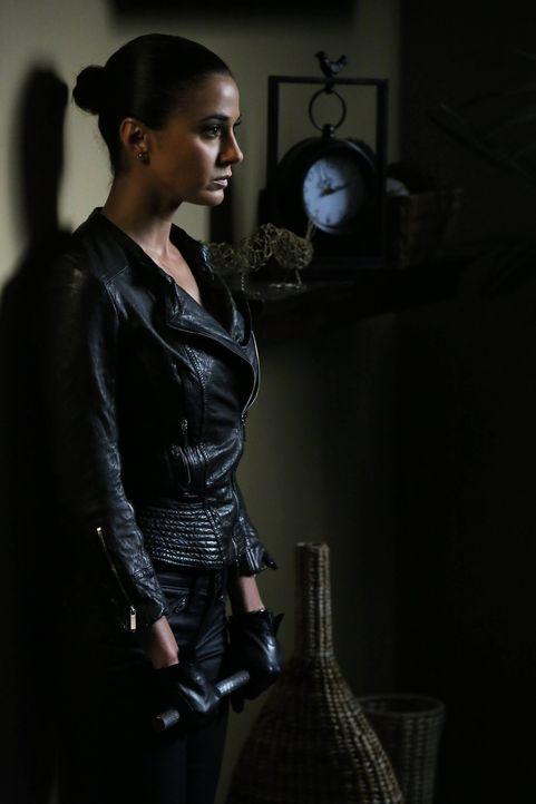 Lorelei Martins (Emmanuelle Chriqui), die Geliebte von Red John, taucht wieder auf, um den Mörder ihrer Schwester Miranda zu finden. Sie will heraus... - Bildquelle: Warner Bros. Television