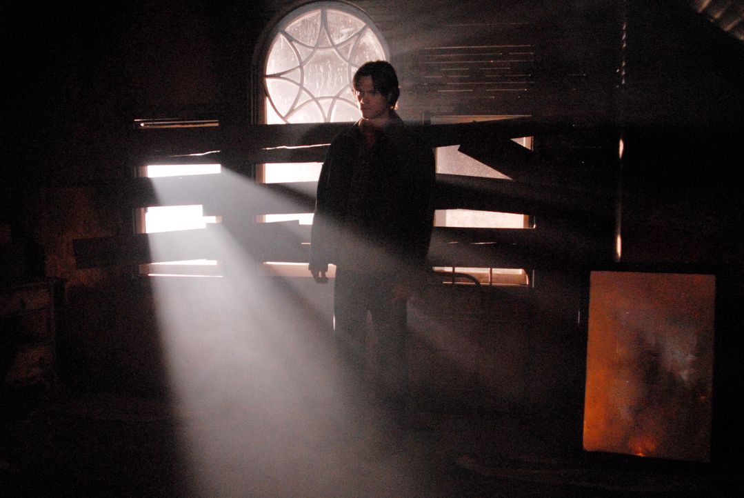 Sam (Jared Padalecki) und Dean entdecken in einem Geheimversteck ihres Vaters eine verzauberte Hasenpfote. Wer sie berührt, wird zum Glückspilz, doc... - Bildquelle: Warner Bros. Television