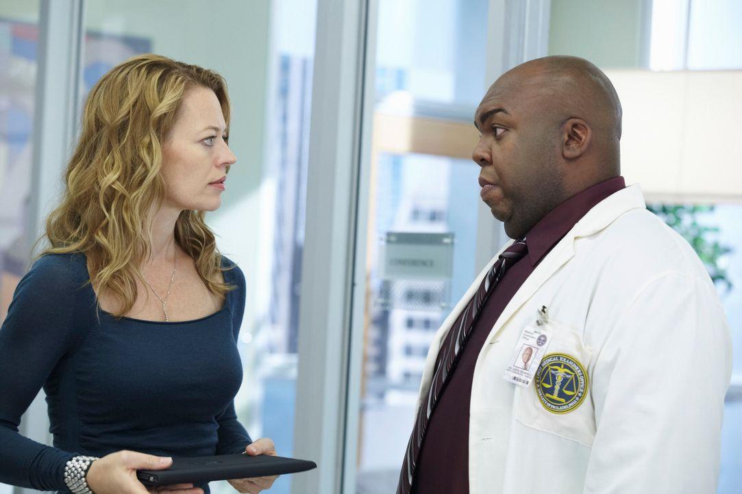 Unterstützen Megan so gut sie können: Dr. Kate Murphy (Jeri Ryan, r.) und Curtis Brumfield (Windell D. Middlebrooks, l.) ... - Bildquelle: ABC Studios