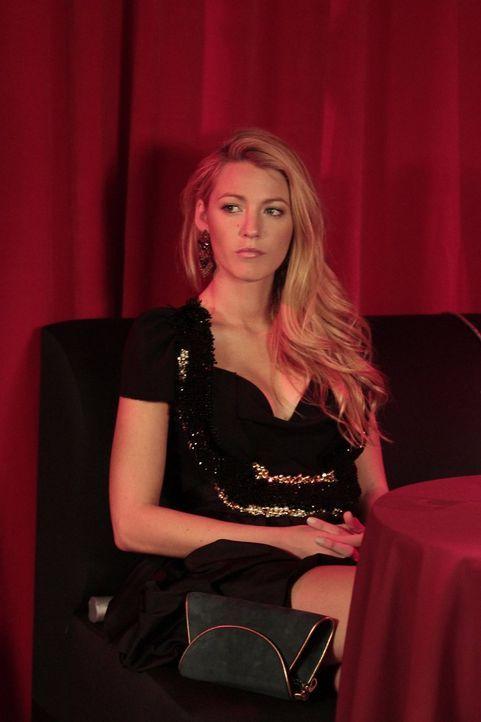Bekommt von Charlie den Rat, ihren Blog populärer zu machen, indem sie sich bei Gossip Girl wieder ins Gespräch bringt: Serena (Blake Lively) ... - Bildquelle: Warner Bros. Television
