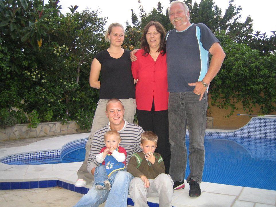 Elmar (48) und Monika (57) Hörster haben für sich und ihre Familie bereits eine neue Heimat an der Costa Blanca gefunden. - Bildquelle: kabel eins