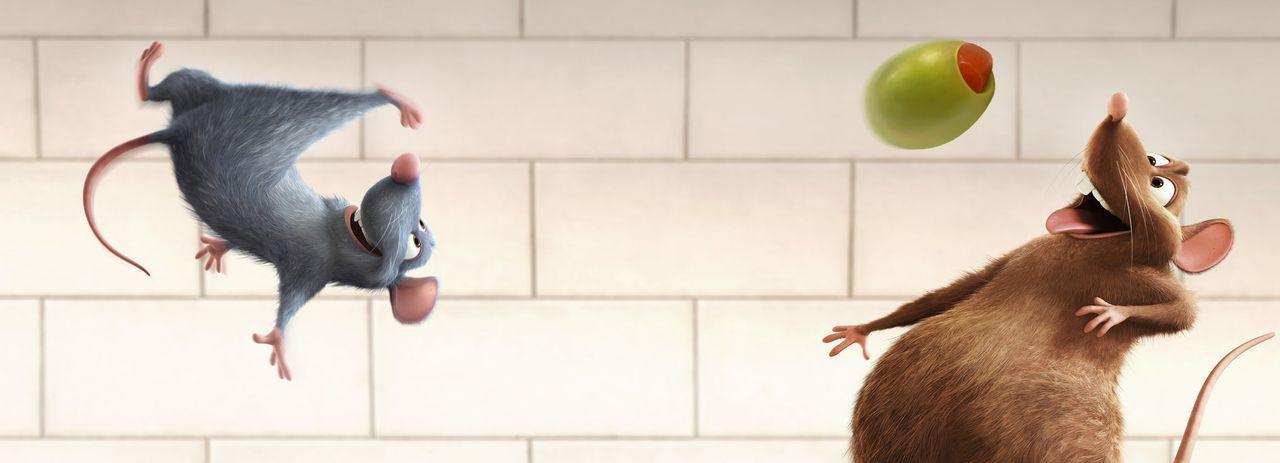Remy (l.) und sein Bruder Emile (r.) fühlen sich in der Restaurantküche sichtlich wohl ... - Bildquelle: Disney/Pixar.  All rights reserved
