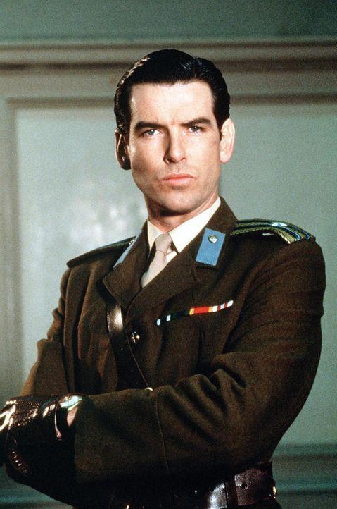 KGB-Major Petrofsky (Pierce Brosnan) soll einen Atomwaffenstützpunkt in Großbritannien sprengen und die Tat als Unfall tarnen. - Bildquelle: Lorimar