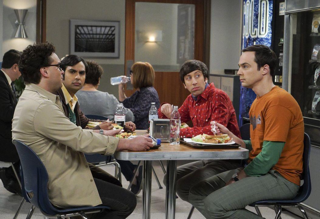 Noch ahnen Raj (Kunal Nayyar, 2.v.l.), Howard (Simon Helberg, 2.v.r.) und Sheldon (Jim Parsons, r.) nicht, dass Leonard (Johnny Galecki, l.) schon b... - Bildquelle: Warner Bros. Television