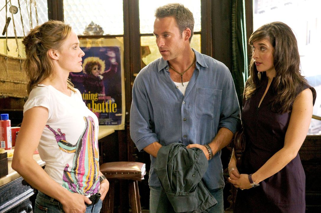 Nick (Marco Girnth, M.) zeigt Alison (Aoibheann O'Hara, r.) den Soul Club. Katja (Sonsee Neu, l.) ist darüber gar nicht erfreut. - Bildquelle: Stefan Erhard Sat.1