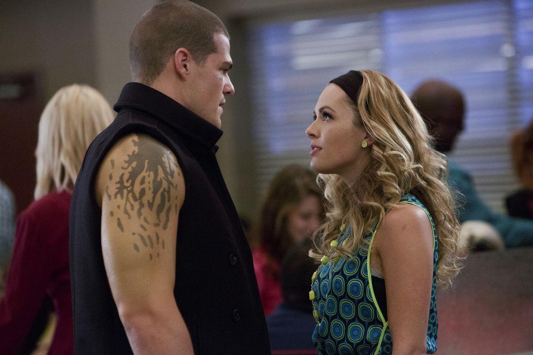 Nachdem die Beziehung zwischen Emery und Roman kein Geheimnis mehr ist, möchte auch Taylor (Natalie Hall, r.) ihre Liebe zu Drake (Greg Finley, l.)... - Bildquelle: 2014 The CW Network, LLC. All rights reserved.