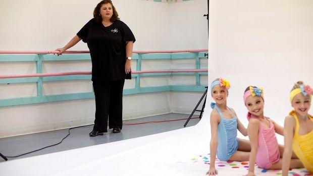 Tanzlehrerin Abby Lee Miller trimmt ihre Mädchen, denn die alljährliche Abby...
