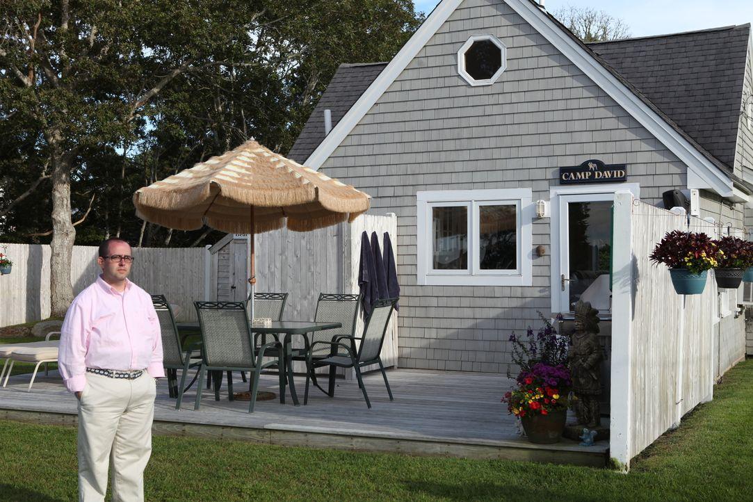Makler Paul Beatty sieht sich in Cape Cod nach einer passenden Immobilie für die Bedürfnisse und das 350.000 Dollar-Budget der Familie um. - Bildquelle: 2013,HGTV/Scripps Networks, LLC. All Rights Reserved