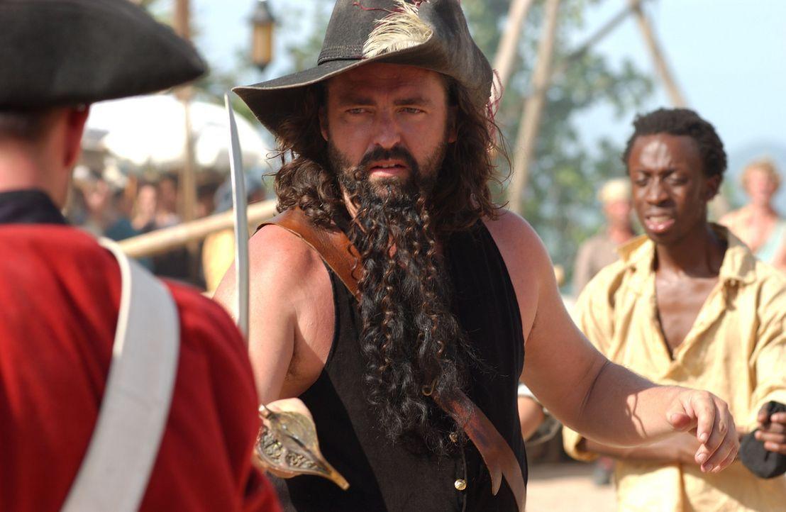 Eines Tages übergibt Kapitän Hornigold seinem zweiten Mann, dem verwegenen Edward Teach (Angus MacFadyen), das Kommando über sein Schiff. Innerha... - Bildquelle: Hallmark Entertainment
