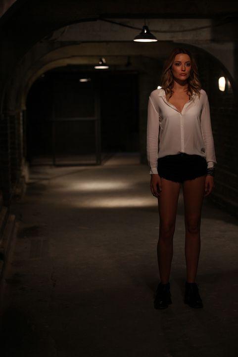 Mandy (Sarah Dumont) hat einen Plan, den sie auf jedem Fall durchziehen möchte - auch wenn dabei Prinzessin Eleanor erneut enttäuscht wird ... - Bildquelle: 2015 E! Entertainment Media LLC/Lions Gate Television Inc.