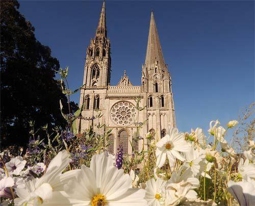 """Das """"Urbild"""" der hochgotischen Kathedrale: Notre Dame de Chartres in Frankreich. Sie wurde von 1194 bis 1260 erbaut und gilt als Wendepunkt zwischen... - Bildquelle: AFP"""
