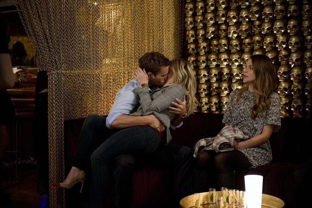 Eigentlich sollte Liza (Sutton Foster, r.) Kelsey (Hilary Duff, M.) beim Feiern ein wenig im Auge behalten, doch nach einigen Tequilla Shots, gerät... - Bildquelle: Hudson Street Productions Inc 2015