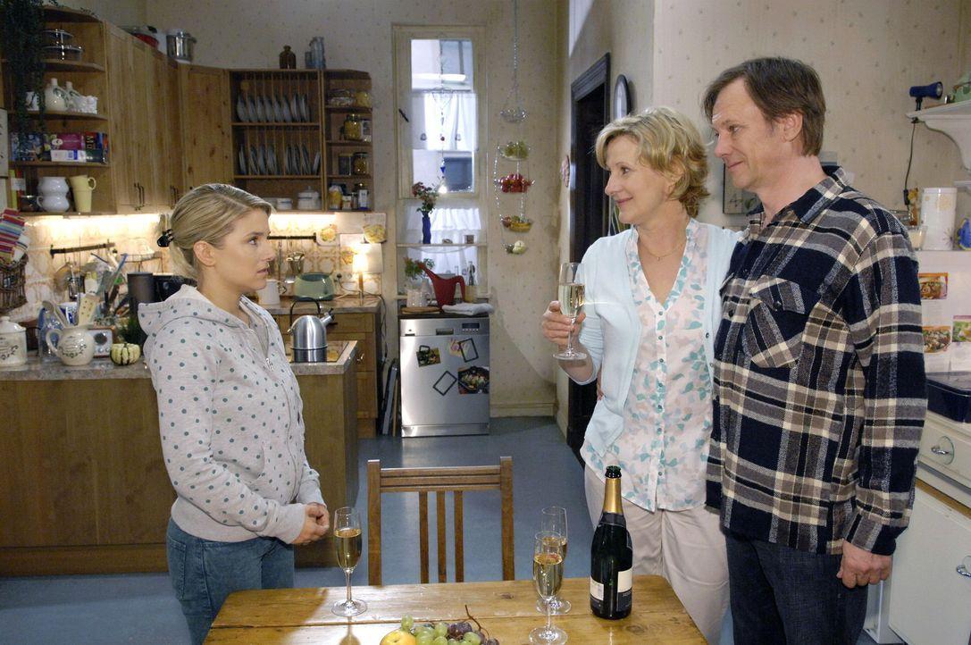Anna (Jeanette Biedermann, l.) ist nicht besonders glücklich, als sie erfährt, dass Susanne (Heike Jonca, M.) und Armin (Rainer Will, r.) das Aufgeb... - Bildquelle: Claudius Pflug Sat.1