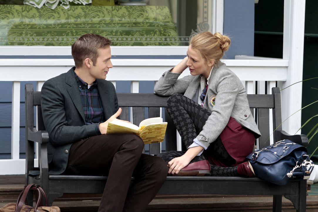 Was ist mit Ben (David Call, l.) und Serena (Blake Lively, r.) los? - Bildquelle: Warner Bros. Television