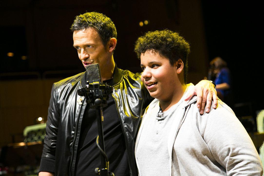 Für Justin (r.) wird ein Traum wahr: Er trifft auf Trompeter Till Brönner (l.) und wird prompt von ihm zum gemeinsamen Konzert auf die Bühne eingela... - Bildquelle: Benedikt Müller SAT.1