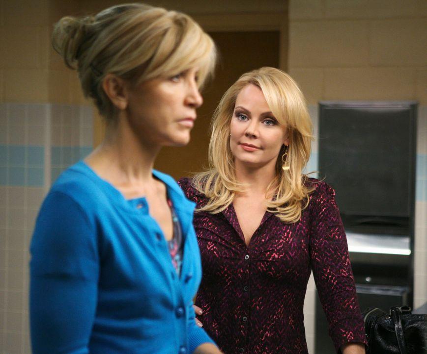 Zwischen Lynette (Felicity Huffman, l.) und Anne Schilling (Gail O'Grady, r.), der Liebsten ihres Sohnes Porter, kracht es gewaltig ... - Bildquelle: ABC Studios