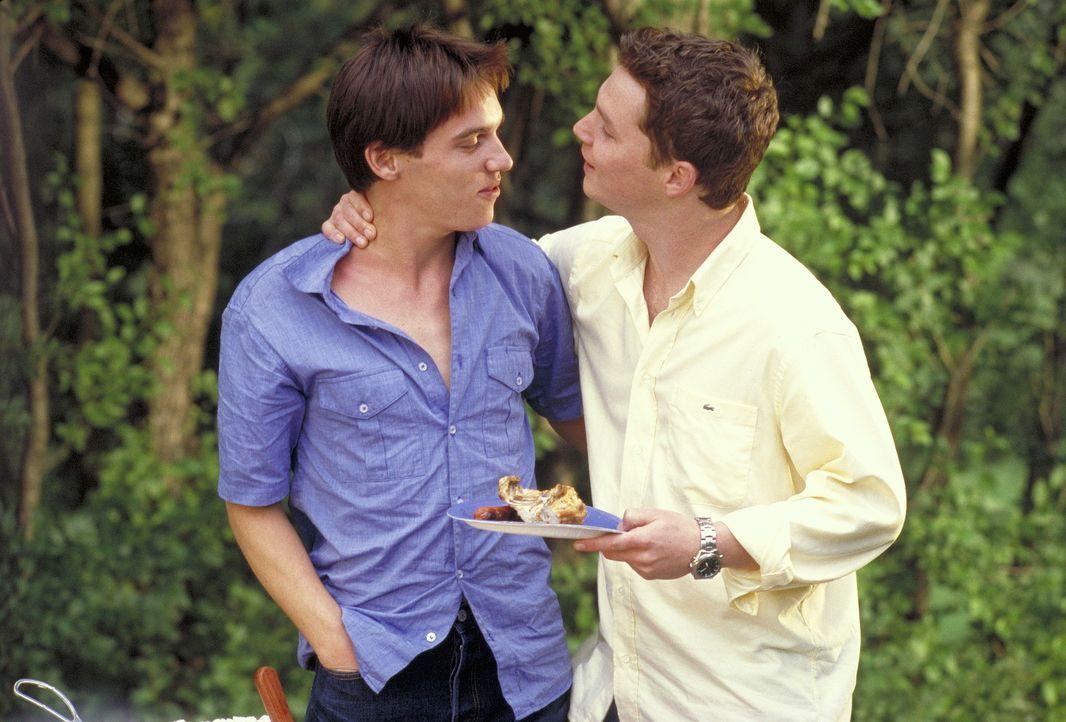 Vom Freund zum Todfeind: David (Shawn Hatosy, r.) und Alan (Jonathan Rhys-Meyers, l.) ... - Bildquelle: Highlight Film