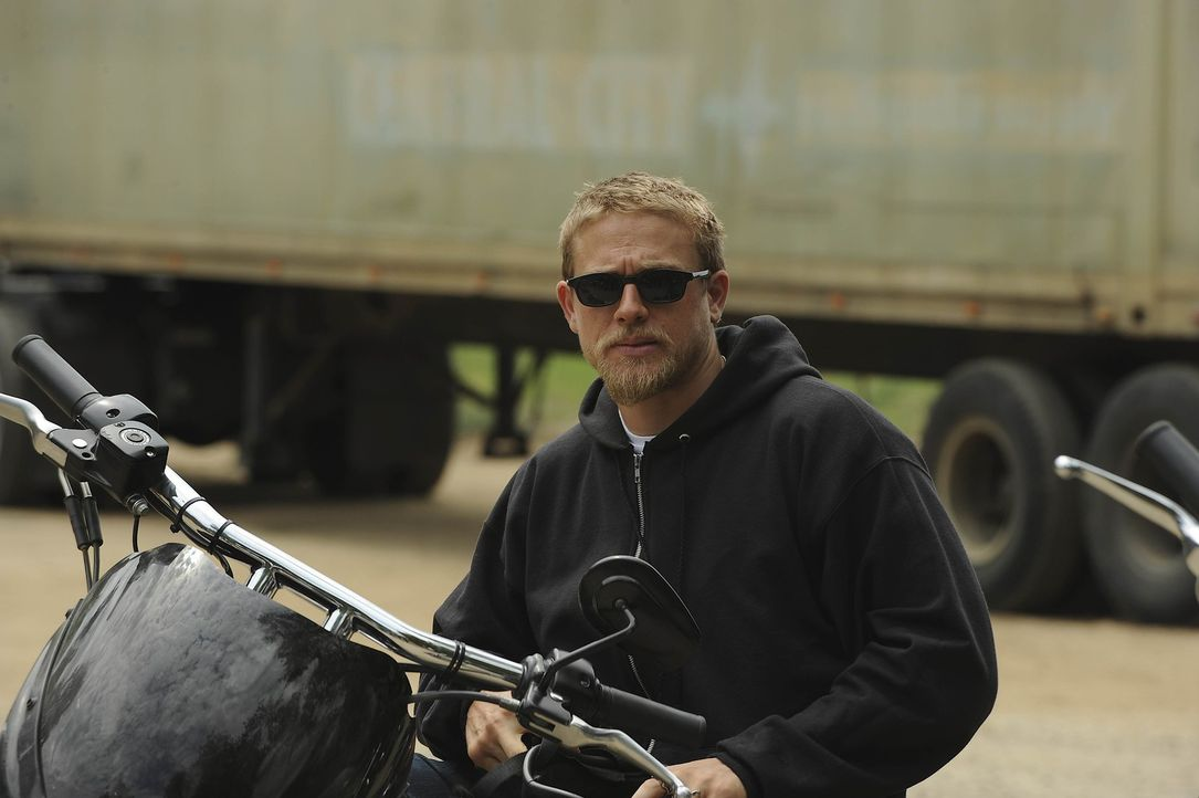 Clay tut alles, um zu verhindern, dass Jax (Charlie Hunnam) von den Briefen seines Vaters erfährt ... - Bildquelle: 2011 Twentieth Century Fox Film Corporation and Bluebush Productions, LLC. All rights reserved.