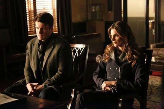 Castle - Castle (Nathan Fillion, l.) und Beckett (Stana Katic, r.) stecken mi...