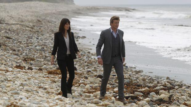 Ermitteln in einem neuen Fall: Teresa (Robin Tunney, l.) und Patrick (Simon B...