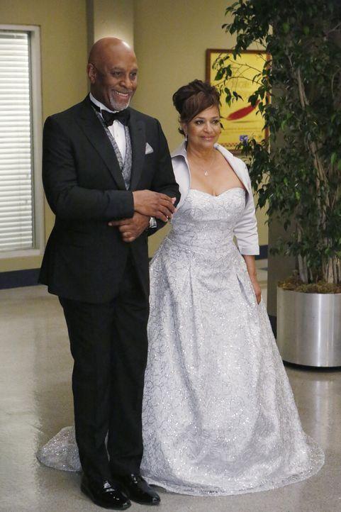 Ihr großer Tag ist gekommen: Richard (James Pickens, Jr., l.) und Catherine (Debbie Allen, r.) ... - Bildquelle: ABC Studios