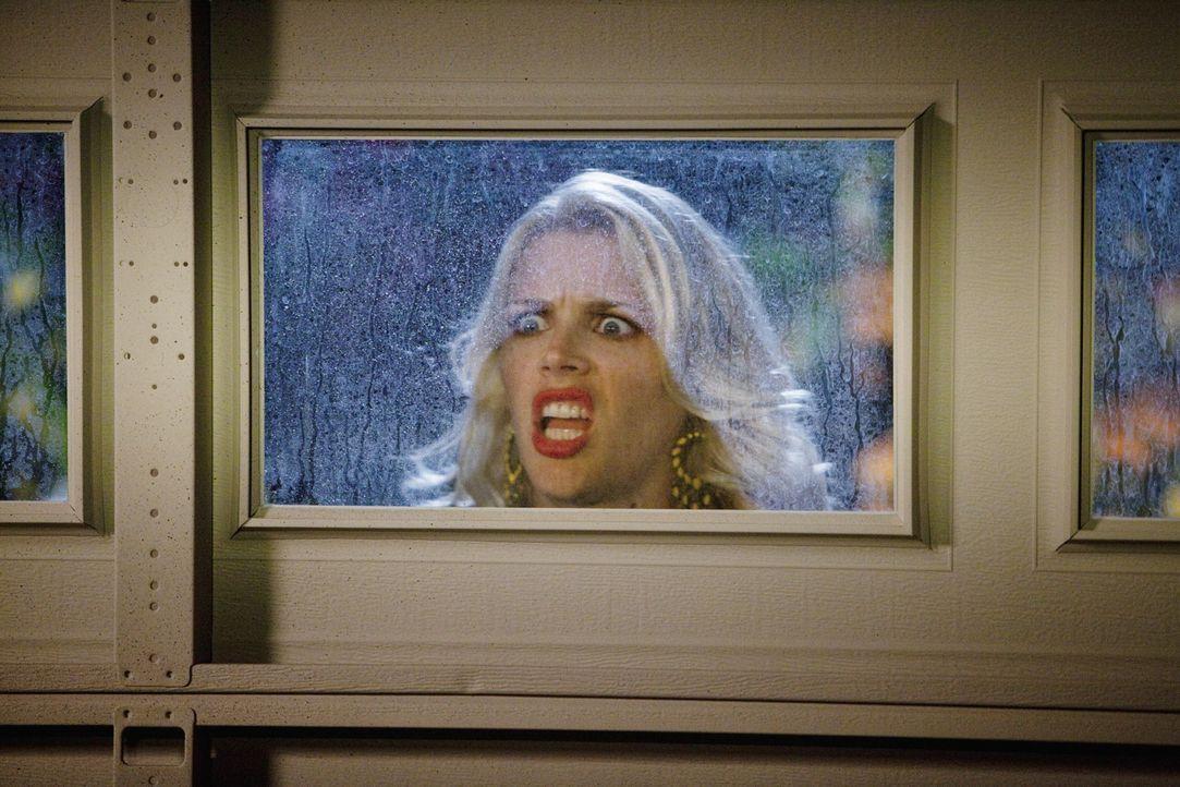 Kann nicht fassen, was sie da zu Gesicht bekommt: Laurie (Busy Philipps) ... - Bildquelle: 2010 ABC INC.