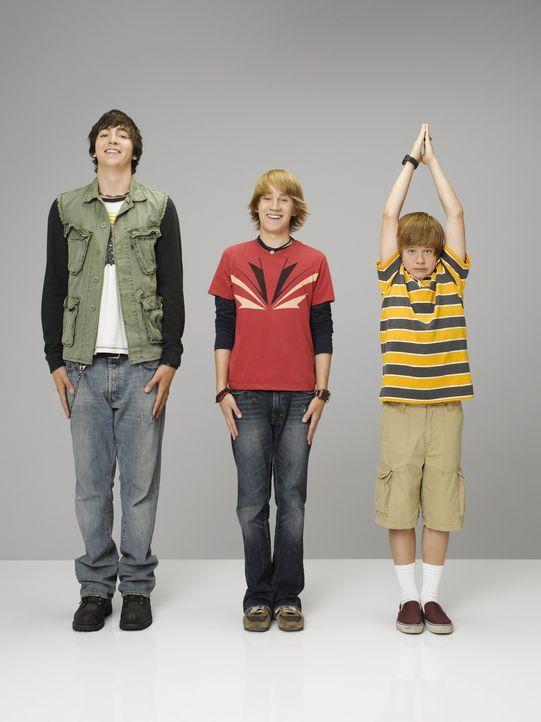 Bauen eine Zeitmaschine: Virgil (Jason Dolley, m.), Charlie (Luke Benward, r.) und Zeke (Nicholas Braun, l.) ... - Bildquelle: 2007 Disney Channel