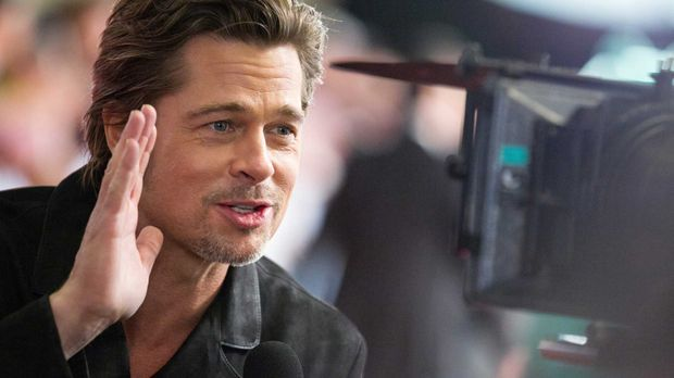 Brad Pitt bei einem Interview in Japan