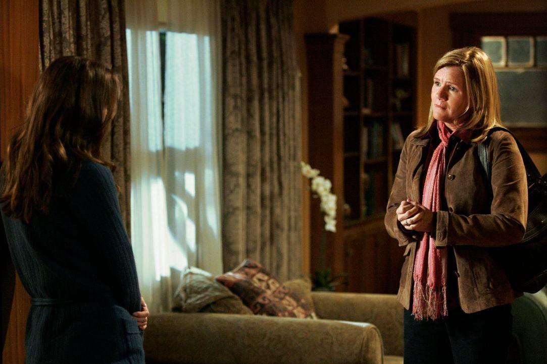 Susan (Mare Winningham, r.) möchte in Ruhe mit Meredith (Ellen Pompeo, l.) reden, doch sie lässt ihr keine Chance und stößt sie weg, da sie sich... - Bildquelle: Touchstone Television