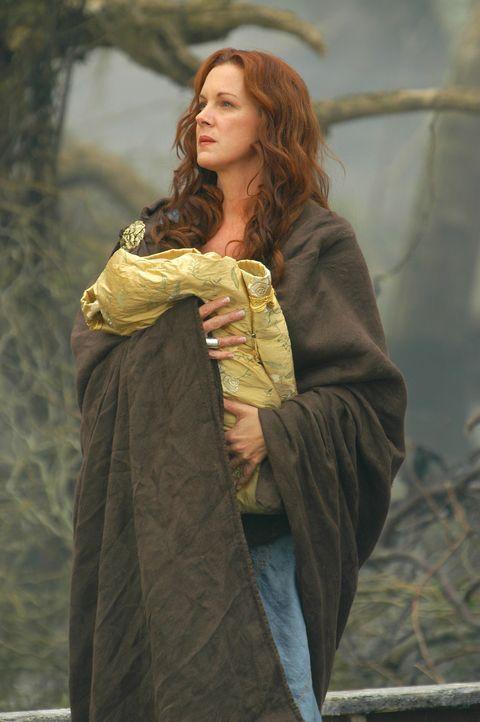 Eines Tages verliebt sich Zeus in die schöne Alkmene (Elizabeth Perkins), die Gattin des Amphitryons. In der Nacht nähert er sich ihr in Gestalt i... - Bildquelle: Ken George Hallmark Entertainment
