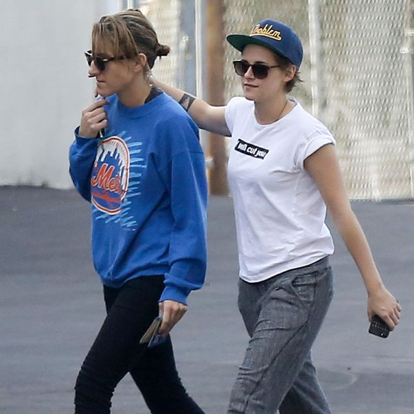 Kristen Stewart und Alicia Cargile in Los Feliz, Calif. - Bildquelle: justjared