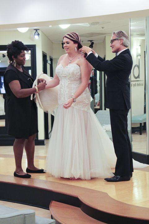 Stacy (M.) kommt zurück in Loris Laden - mit einem neuen Hochzeitsthema, aber ohne ihre nörgelnde Mutter. Trotzdem wird die Kleidsuche für Monte (r.... - Bildquelle: TLC & Discovery Communications