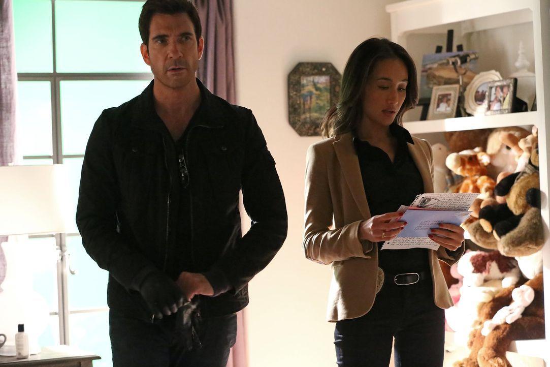 Versuchen, einem gefährlichen Stalker auf die Schliche zu kommen: Detective Jack Larsen (Dylan McDermott, l.) und Lieutenant Beth Davis (Maggie Q, r... - Bildquelle: Warner Bros. Entertainment, Inc.