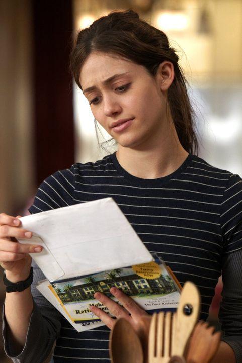 Seltsam: Am letzten Freitag im Monat muss Frank zum Amt, um sein Geld zu holen, doch er ist nicht da. Fiona (Emmy Rossum) ist verwirrt ... - Bildquelle: 2010 Warner Brothers