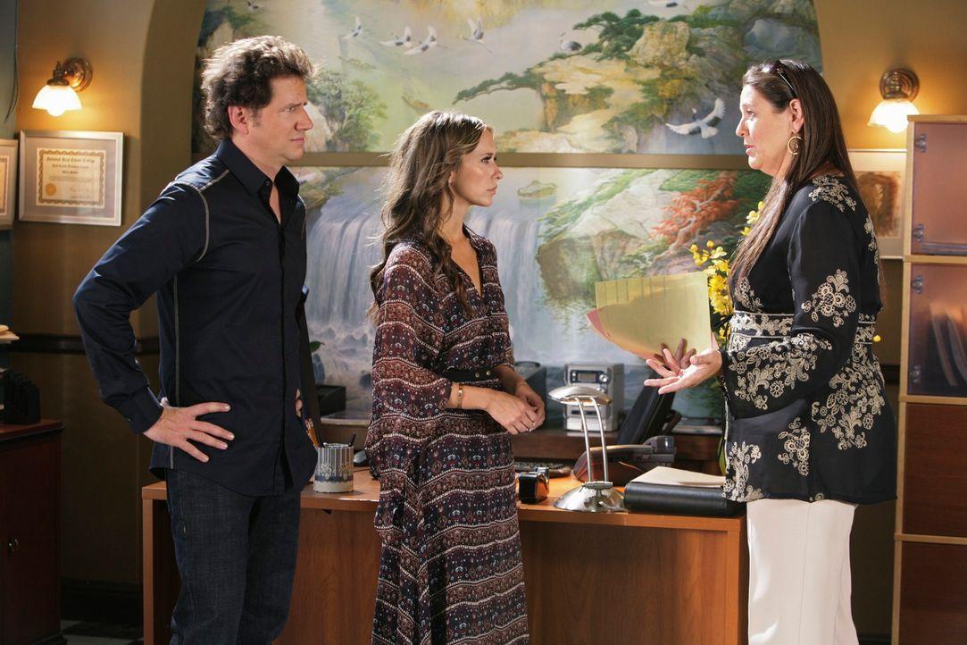 Eli James (Jamie Kennedy, l.), Melinda (Jennifer Love Hewitt, M.) und Delia (Camryn Manheim, r.) überlegen, wer wirklich für den Mord an Kirk verant... - Bildquelle: ABC Studios