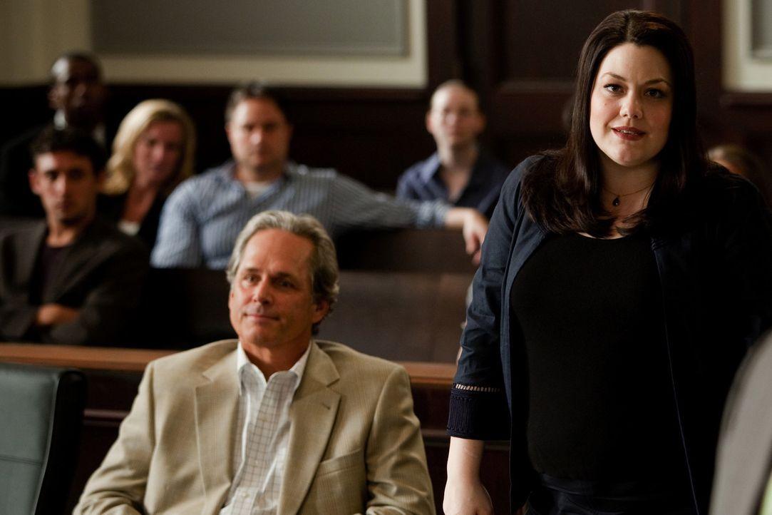 Beruflich kann sich Jane (Brooke Elliott, r.) nicht entspannt zurücklehnen: Sie soll beweisen, dass ihr neuester Mandant (Gregory Harrison, l.) gei... - Bildquelle: 2009 Sony Pictures Television Inc. All Rights Reserved.