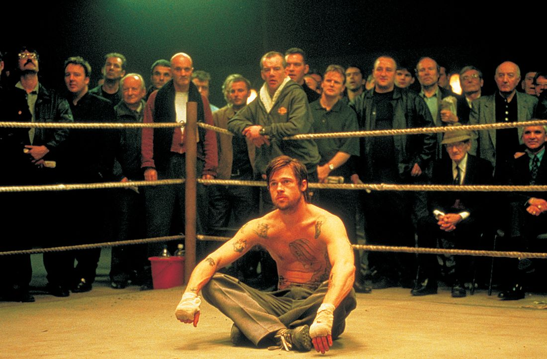 Als der eigensinnige irische Zigeuner Mickey (Brad Pitt) an eigenartige Liebhaber des Boxsportes und hemmungslose Geschäftsleute gerät, nimmt eine t... - Bildquelle: 2003 Sony Pictures Television International. All Rights Reserved.