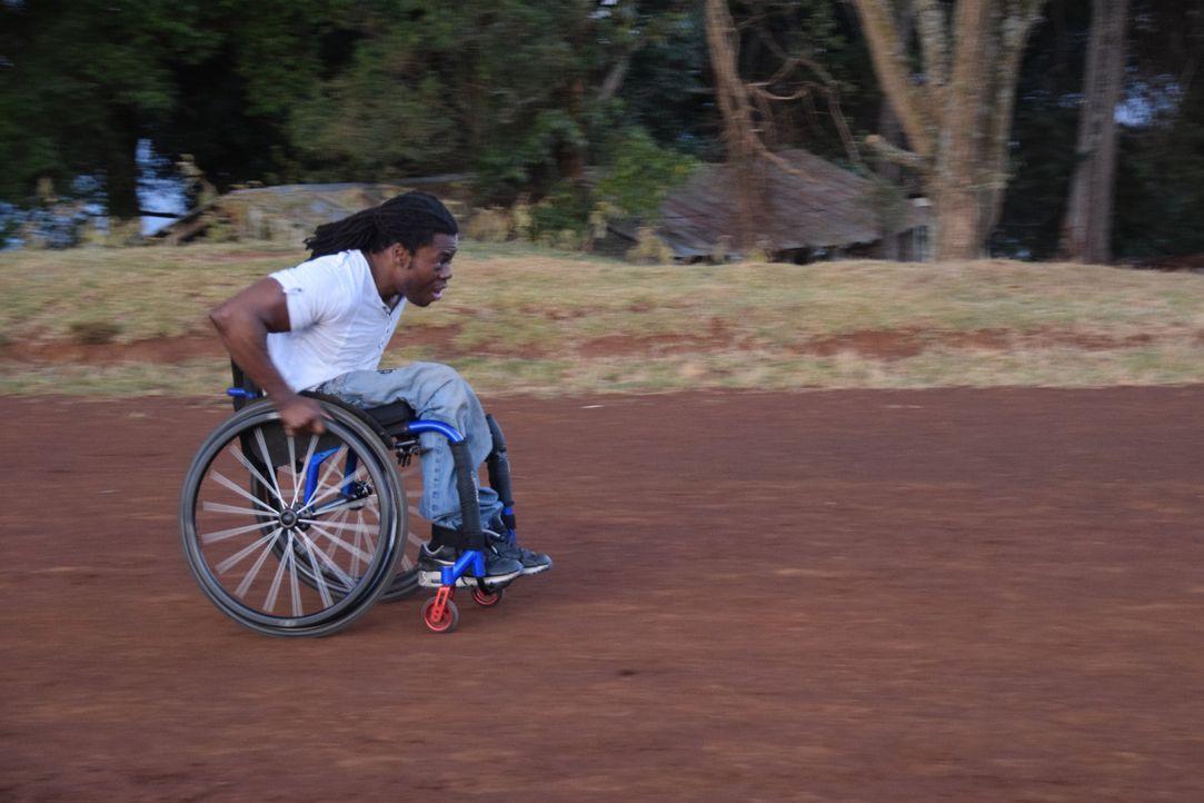 Reporter Ade Adepitan (Bild) reist nach Kenia, um dort in die Welt des Leistungssports einzutauchen und die Wahrheit über Doping und Korruption in Z... - Bildquelle: Quicksilver Media