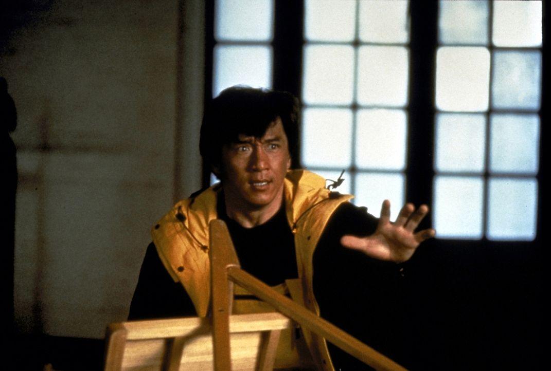 Cop Jackie (Jackie Chan) macht ein letztes Friedensangebot. Dann legt er so richtig los ... - Bildquelle: New Line Cinema