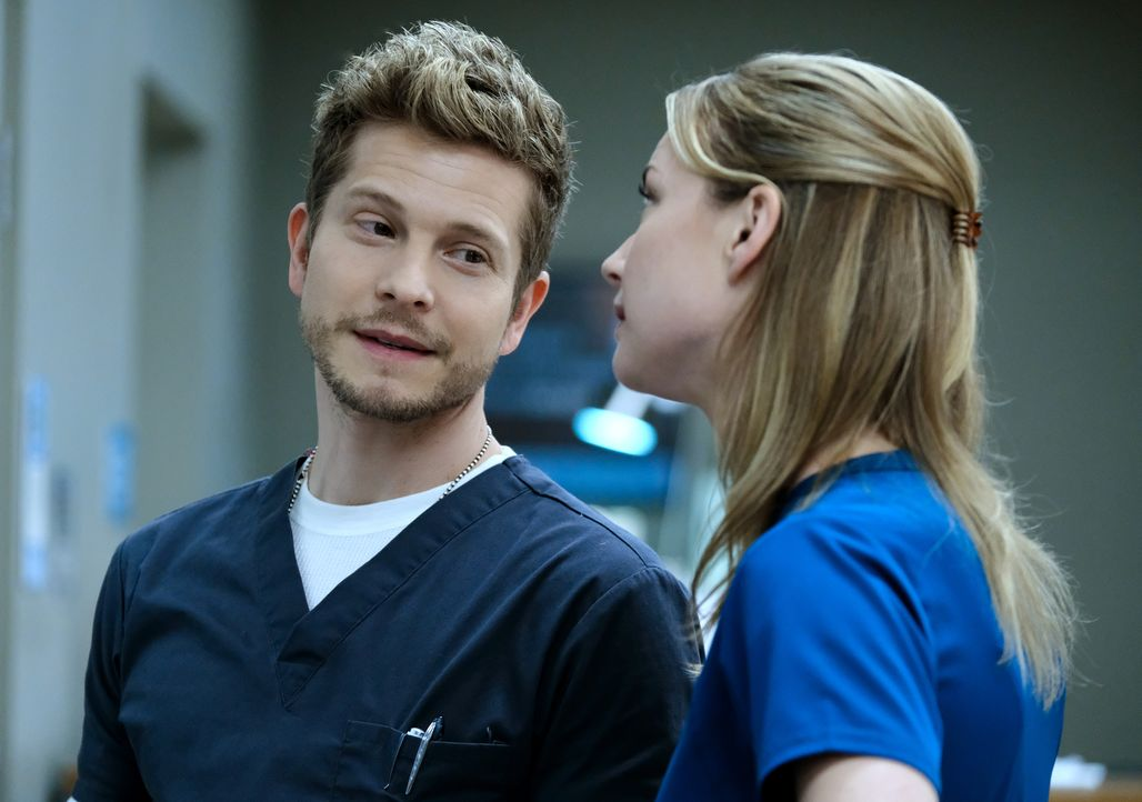 Für sie steht das Wohl der Patienten über jeglicher Hierarchie: Conrad (Matt Czuchry, l.) und Nic (Emily VanCamp, r.) ... - Bildquelle: 2018 Fox and its related entities.  All rights reserved.