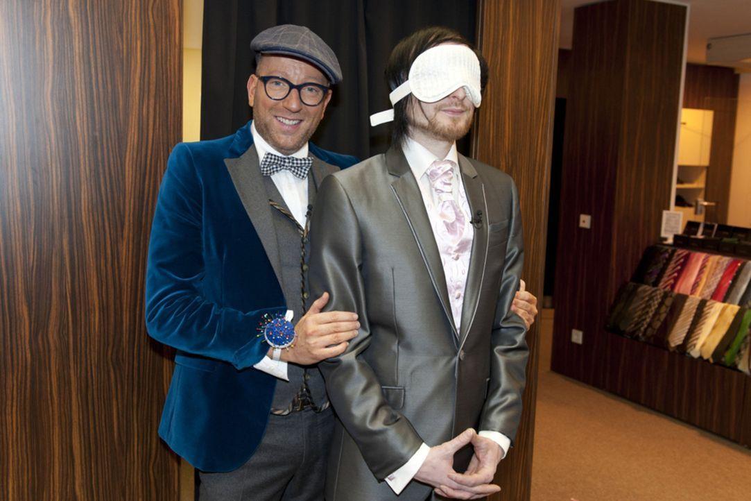 Wie wird André (r.) reagieren, wenn er sein Styling und Outfit, das Thomas Rath (l.) für ihn ausgewählt hat, sieht? - Bildquelle: Christoph Assmann SAT.1