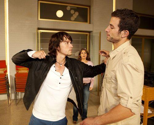 In einer Coachingstunde mit Ben lässt Michael sich entlocken, dass Bea ihm gefällt. Als er dann auch noch im Chor auftaucht, kocht Ben vor Eifersu... - Bildquelle: David Saretzki - Sat1