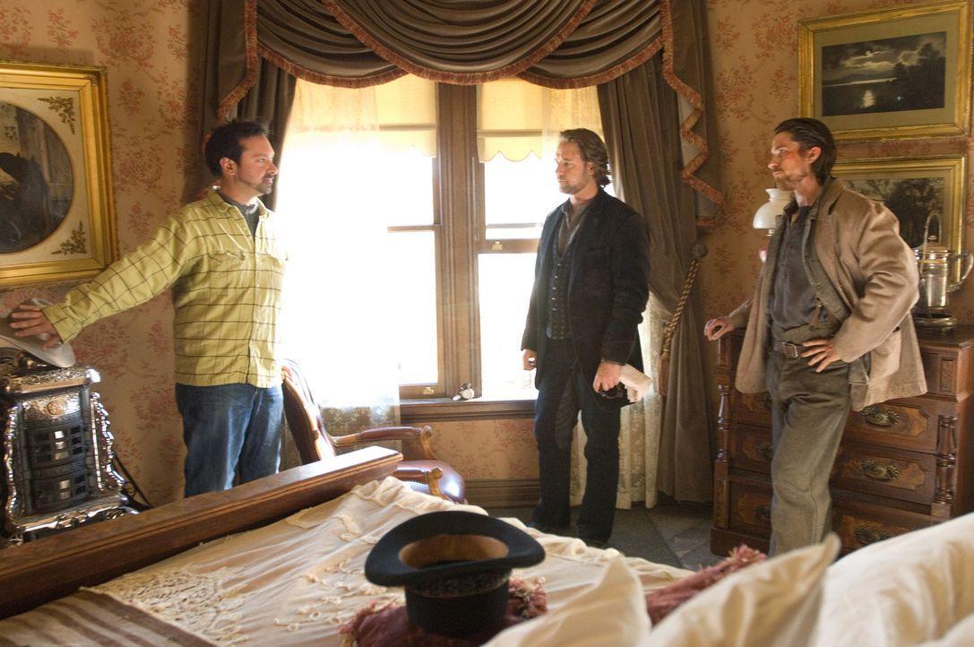 Regisseur James Mangold, l. mit seinen beiden Hauptdarstellern Russell Crowe, M. und Christian Bale, r. - Bildquelle: 2007 Yuma, Inc. All Rights Reserved.