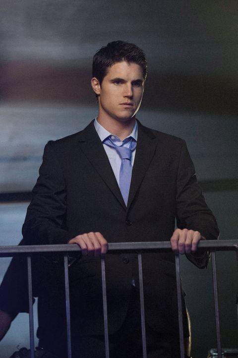 Muss eine Entscheidung treffen, die alles gefährden könnte: Stephen (Robbie Amell) ... - Bildquelle: Warner Bros. Entertainment, Inc