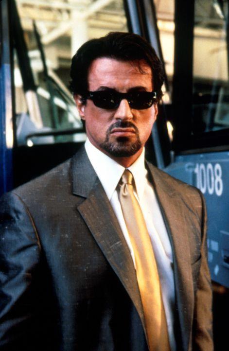 Ein Mann der Tat: Jack Carter (Sylvester Stallone) ermittelt auf eigene Faust. - Bildquelle: Warner Bros.