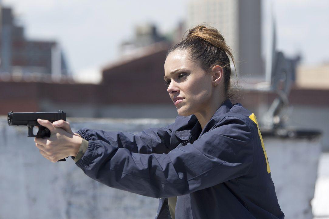 Natalie (Anabelle Acosta) versucht alles, um Alex zu fassen. Doch diese ist gewillt, ihre Unschuld zu beweisen und wird alles dafür tun ... - Bildquelle: 2015 ABC Studios