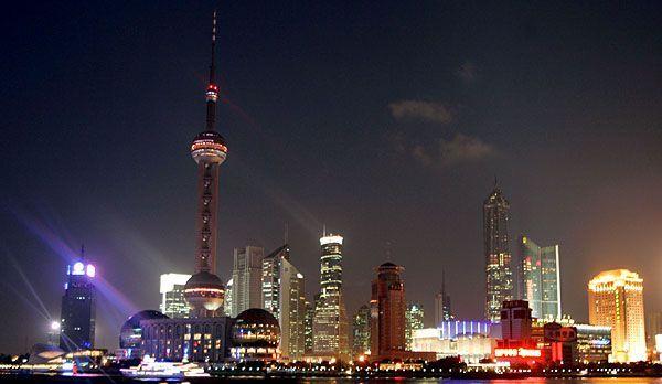 Shanghai Sightseeing: Pearl-Tower - Bildquelle: dpa