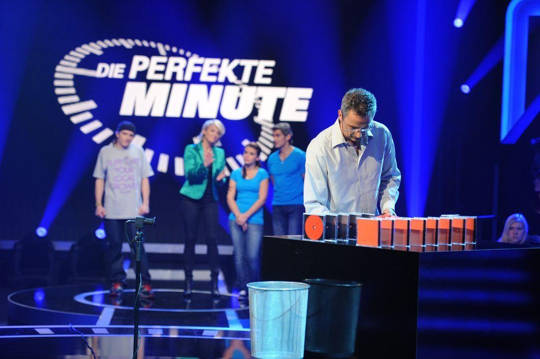 """""""Die perfekte Minute"""": Jörg Riepe (vorne) ... - Bildquelle: Willi Weber SAT.1"""